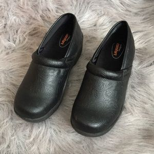 Shoes - Woman's Step comfort clogs